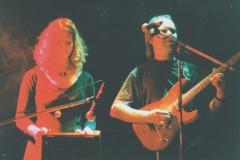 Martin-mit-Schlitztrommel-und-Heiner-nahe